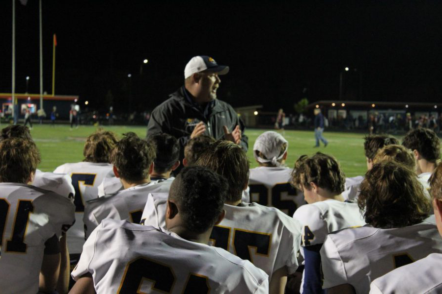 The+Neuqua+Valley+varsity+football+team+played+versus+Naperville+没有rth.+Neuqua+Valley+wins+with+the+score+of+45-14.%0A%0A